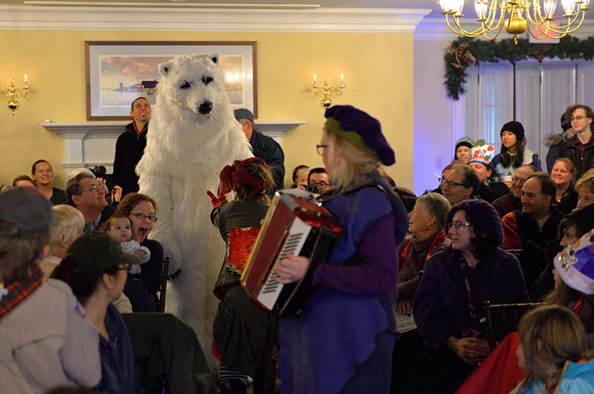 The Polar Bear Arrives | sinterklaashudsonvalley.com